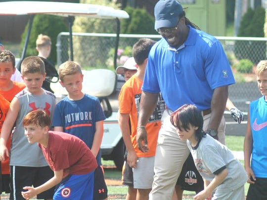 Former NFL player David Caldwell working with a group