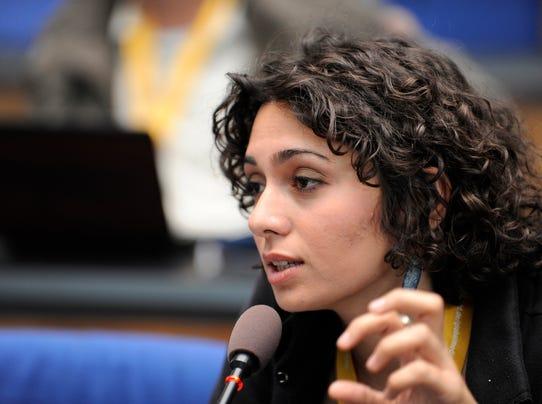 Iran sentences activist actress to prison