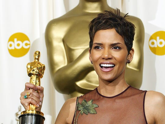 Halle Berry with her Oscar for Best Actress for 'Monster's