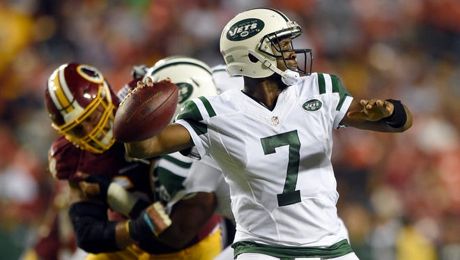 A quarterback controversy with Geno Smith (7) and Ryan Fitzpatrick is only one of the problems plaguing the Jets this season.