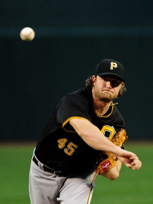 April 24, 2015: Pittsburgh Pirates starting pitcher Gerrit Cole (45) throws during the first inning against the Diamondbacks at Chase Field.