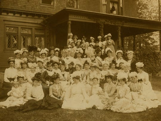 Women gather on what are now Minnetrista/Oakhurst grounds