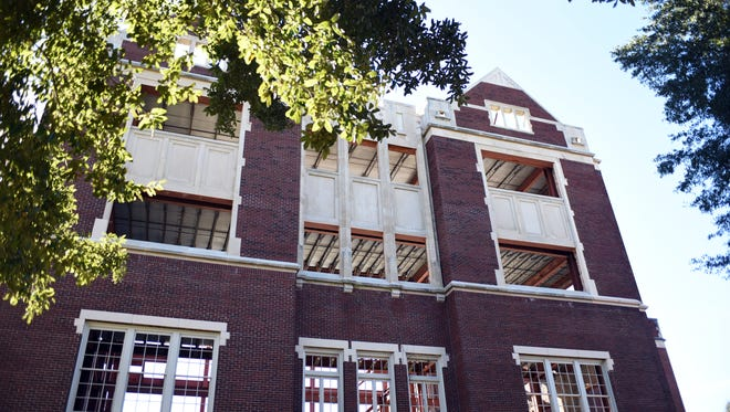Plans are in the works to turn the old Hattiesburg High School building on Main Street into apartments for residents 62 and older.