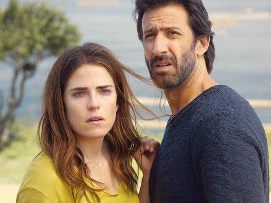 Clara (Karla Souza) and Daniel (José María Yazpik)