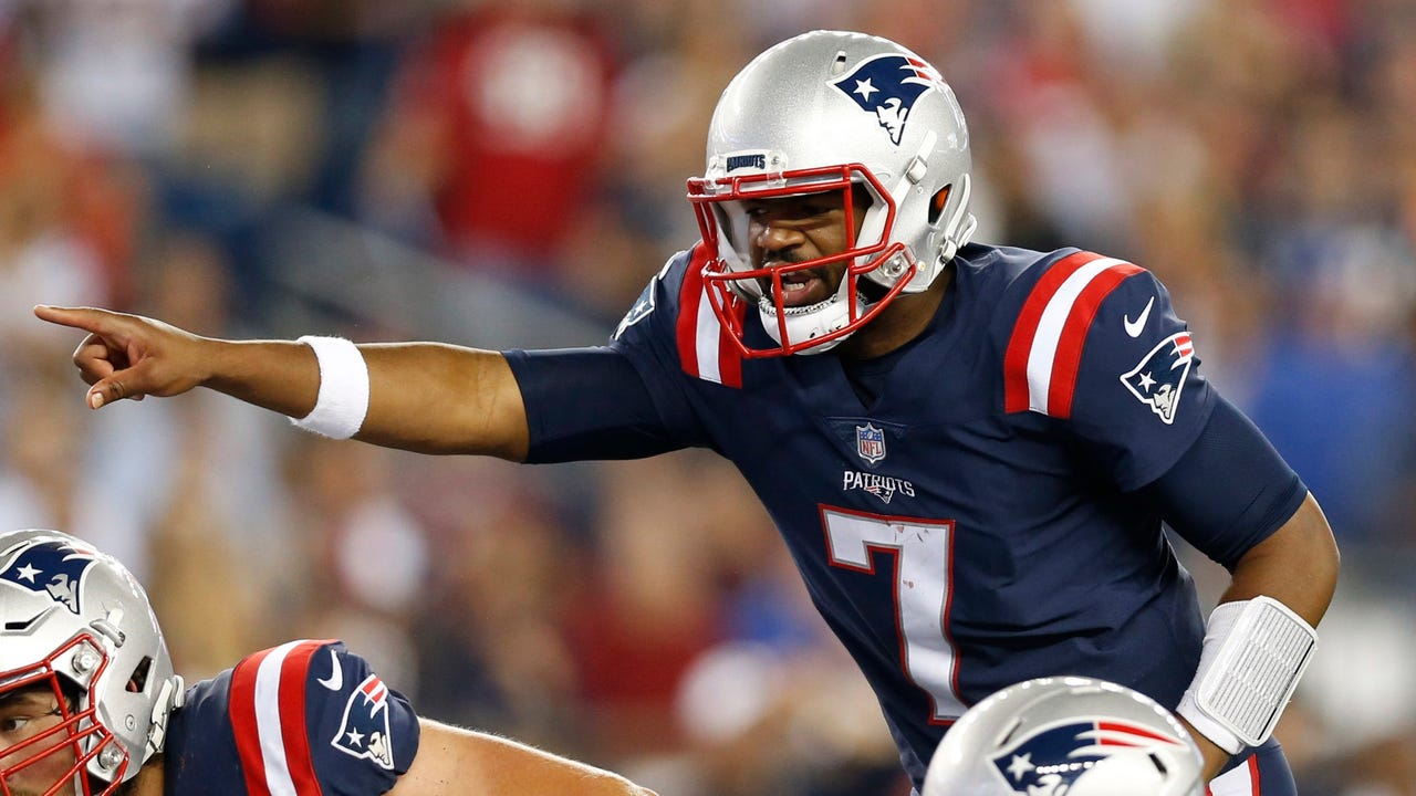 Pressed into action, rookie quarterback Jacoby Brissett helped guide the Patriots to a 27-0 shellacking of the Texans.