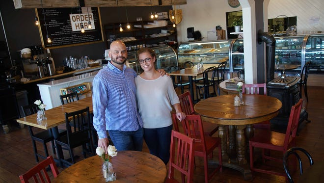 Alex and Gretchen Sianni, the owners of De La Coeur CafŽ et P‰atisserie in Wilmington's Forty Acres, have purchased the former Bon Appetit restaurant in the Talleyville Shopping Center. The new cafe is called De La Coeur CafŽe et Boulangerie.