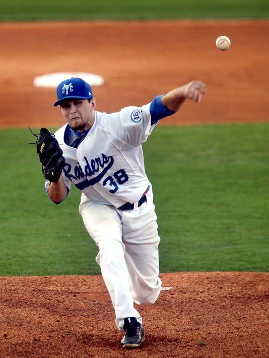 05-MTSU pitcher.jpg