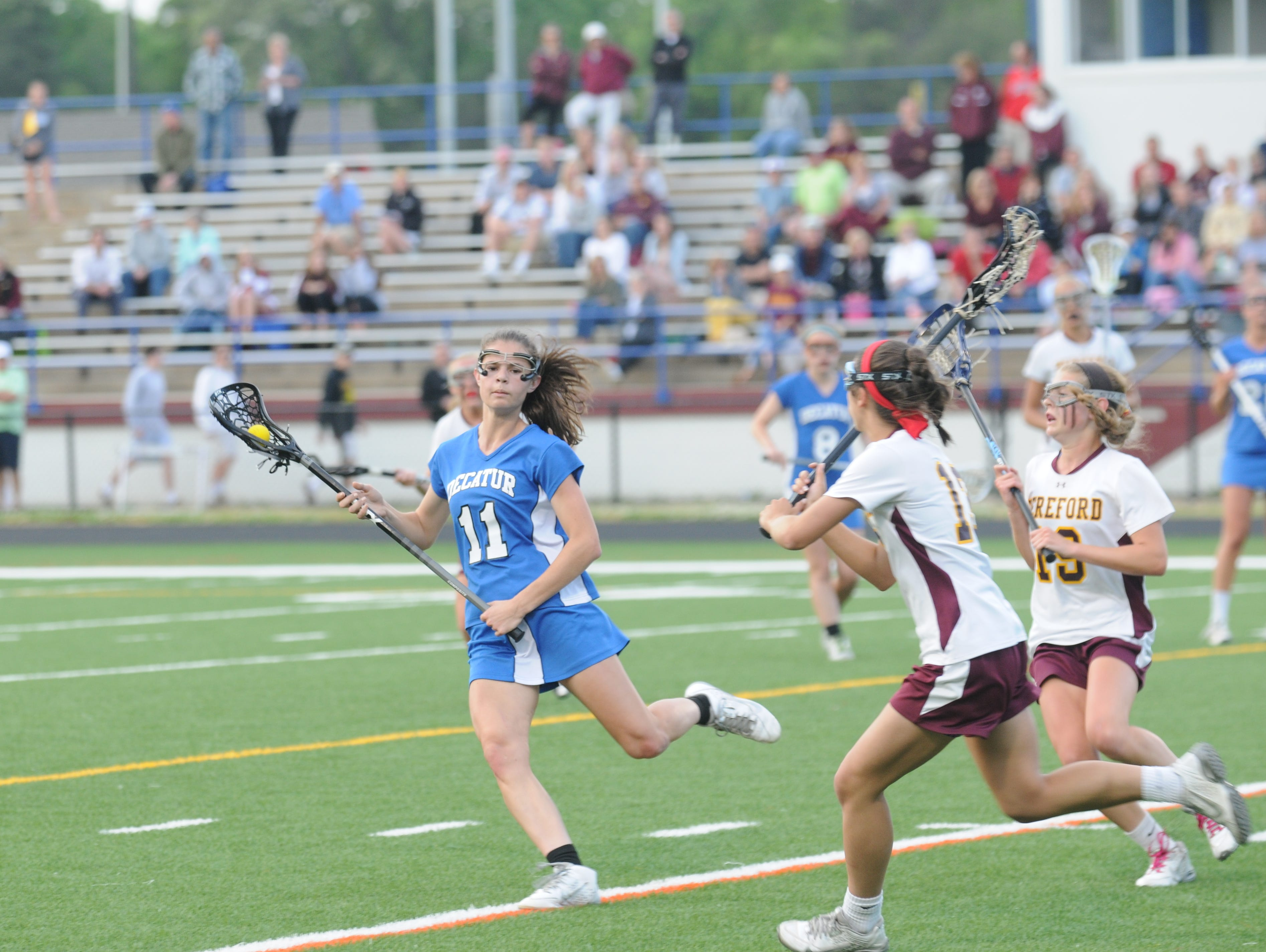 Senior Ally Beck runs away from Hereford defenders as Decatur stalled for 3:13 en route to a 7-6 win to move onto the state final.