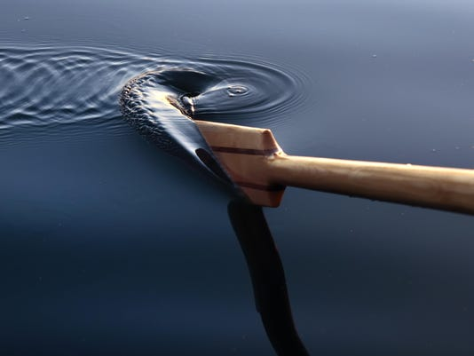 Paddle and ripples in the water