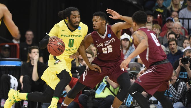 March 20, 2016; Spokane , WA, USA; Oregon Ducks forward Dwayne Benjamin (0) moves the ball against St. Joseph's Hawks forward James Demery (25) and guard Lamarr Kimble (0) during the first half in the second round of the 2016 NCAA Tournament at Spokane Veterans Memorial Arena. Mandatory Credit: Kyle Terada-USA TODAY Sports