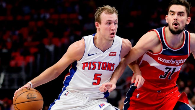 Pistons guard Luke Kennard (5) drives against Wizards guard Tomas Satoransky (31) during the first half on Thursday, March 29, 2018, at Little Caesars Arena.