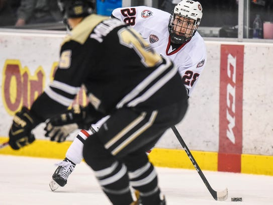 St. Cloud State's Kevin Fitzgerald passes around Western
