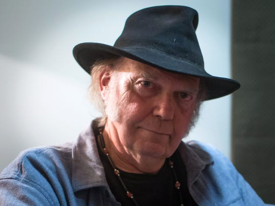 neil young hints at 2016 lincoln continental. Black Bedroom Furniture Sets. Home Design Ideas