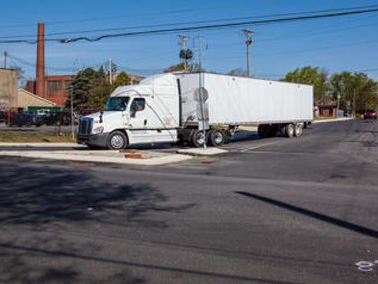 635987419102754523-tractor-trailer.jpg