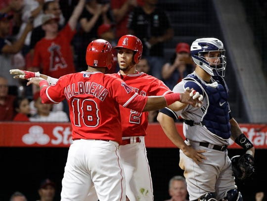 Los Angeles Angels' Andrelton Simmons, center, celebrates