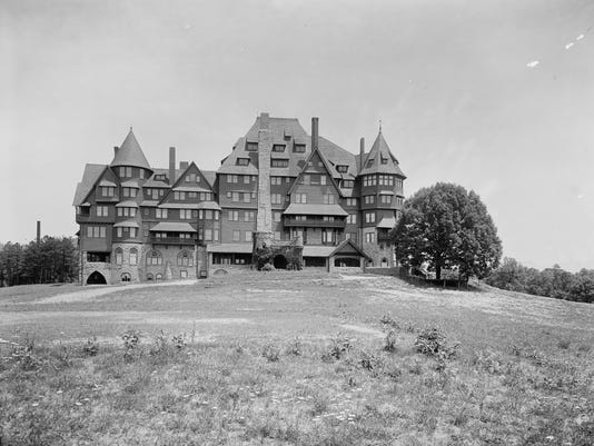 636129160453877033-Kenilworth-Inn-c1902-William-Henry-Jackson-L-of-C.jpg
