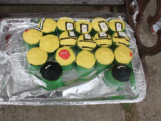 Bob Breed's former passengers made cupcaqkes for his