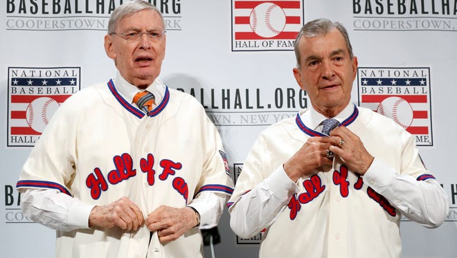 Former MLB commissioner Bud Selig (left) and Atlanta Braves president John Schuerholz button their new Hall of Fame jerseys during a media availability at baseball's winter meetings Monday.