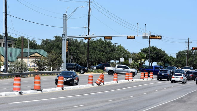 Medians are being added to RM 620 in Lakeway, from Lohmans Crossing Road to Bella Montagna Circle, through a project funded by the Texas Department of Transportation.