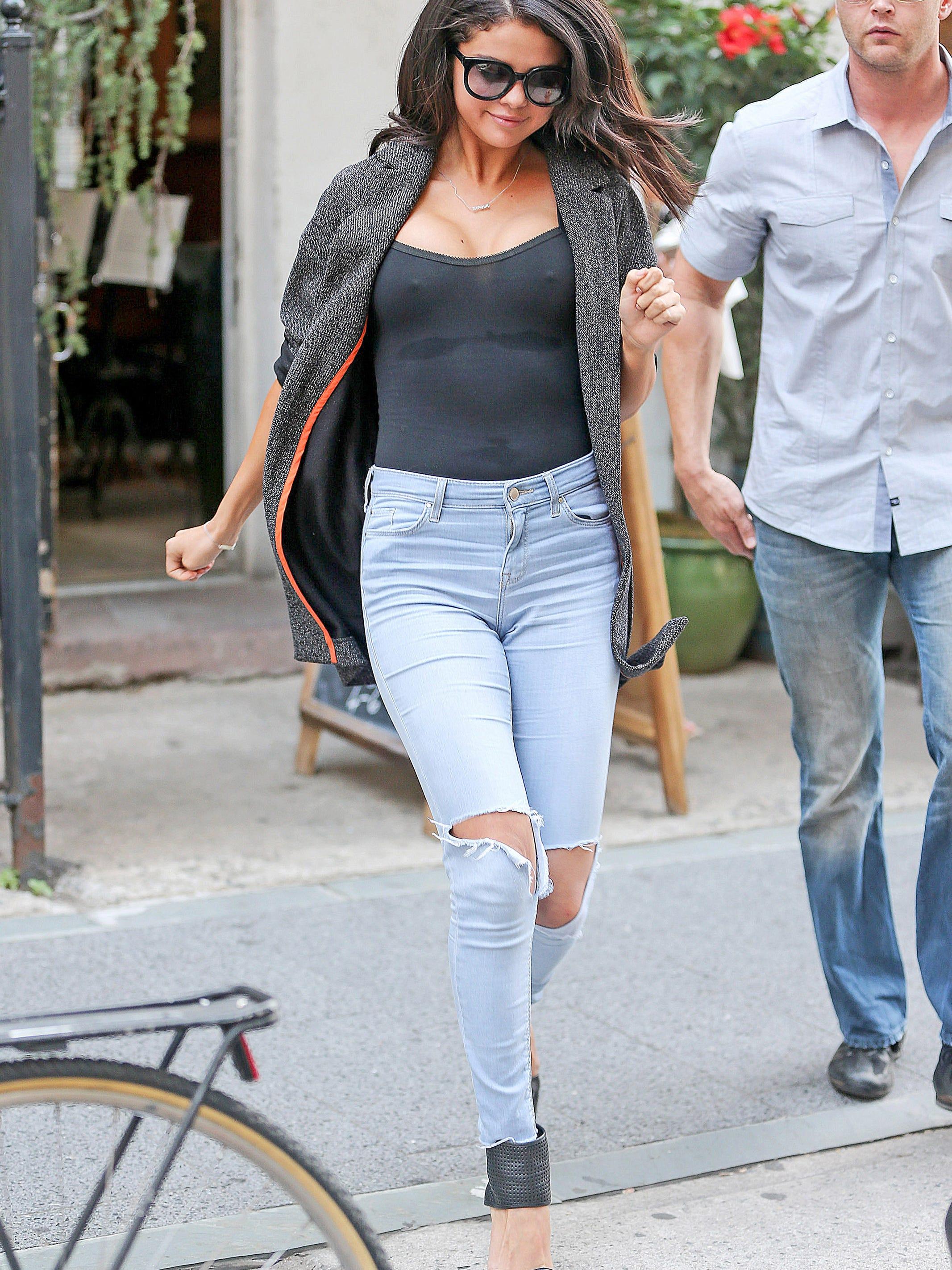 Gomez hot selina What Olivia