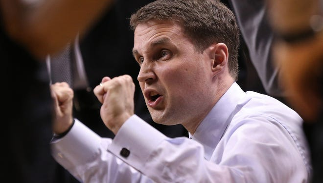 Then-VCU coach Will Wade talks to his team in the huddle against the Dayton Flyers.