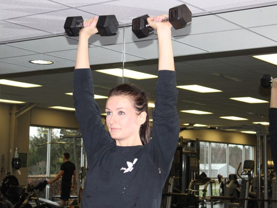 Straighten the elbow and press the weights up straight