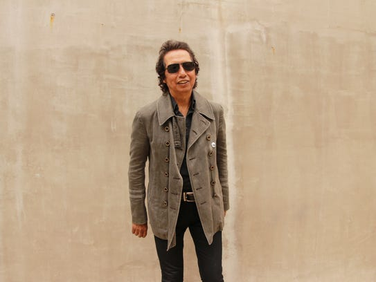 Alejandro Escovedo plays The Little Theatre on May