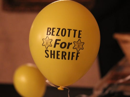 A Bezotte for Sheriff balloon decorated a room at Crystal