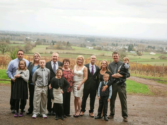 -ed mares and his family.jpg_20170527.jpg