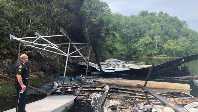 The Tuscaloosa Police Department, Tuscaloosa Fire and Rescue and Tuscaloosa County Emergency Management Agency all responded Sunday at Blue Heron Marina, located at 13458 North River Farm Drive, where four to five docked boats caught fire.