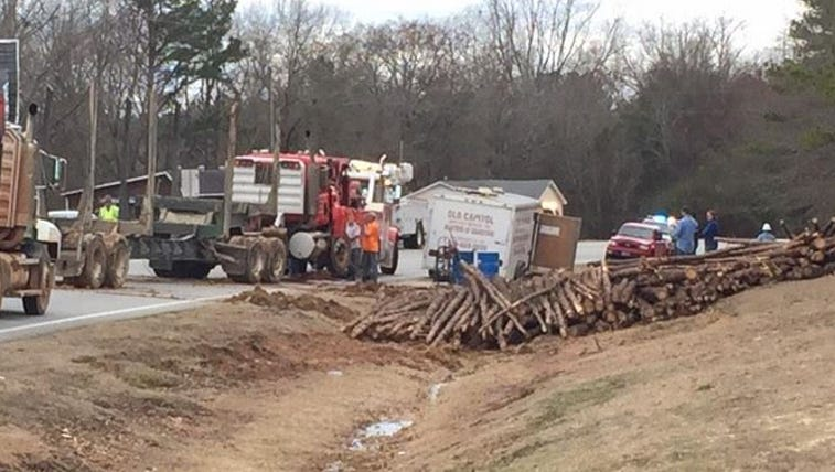 Overturned log truck on Hwy 49 in Baldwin Co. diverts