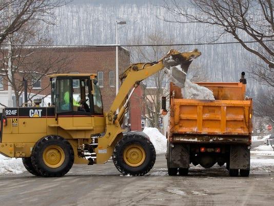 -ELM 011309 snow removal 1 jk.JPG_20090113.jpg