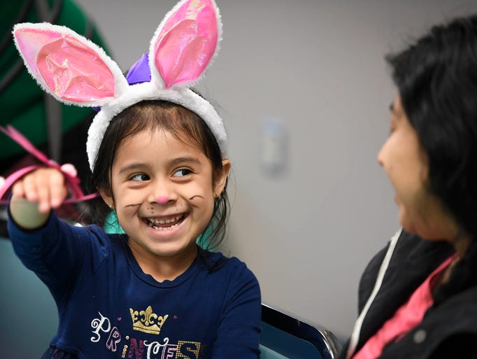 Sophia Rosales, 5 years-old, shows her mom Rosa Rosales,