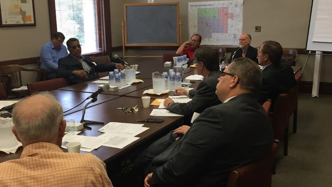 Members of an advisory council charged with making recommendations for the consolidation of three districts in Chickasaw Co. failed to agree on the model for the new school board.