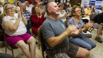 Lee Dems gather for debate watch