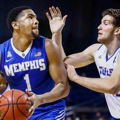 University of Memphis forward Dedric Lawson (left)