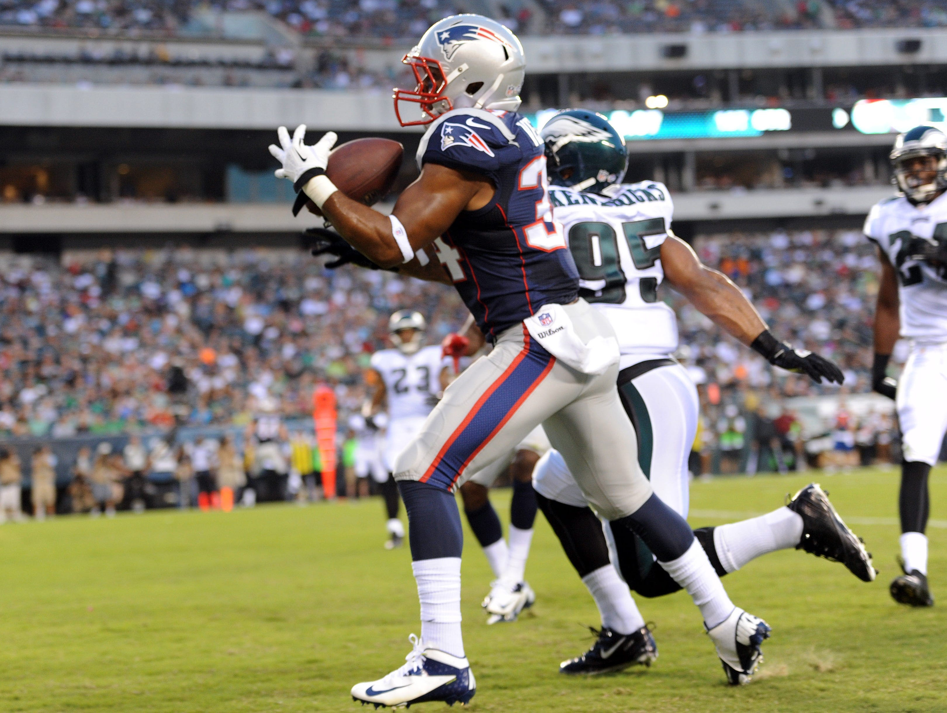 New England Patriots running back Shane Vereen (34) makes a touchdown catch against the Philadelphia Eagles during the first half of a preseason game at Lincoln Financial Field.
