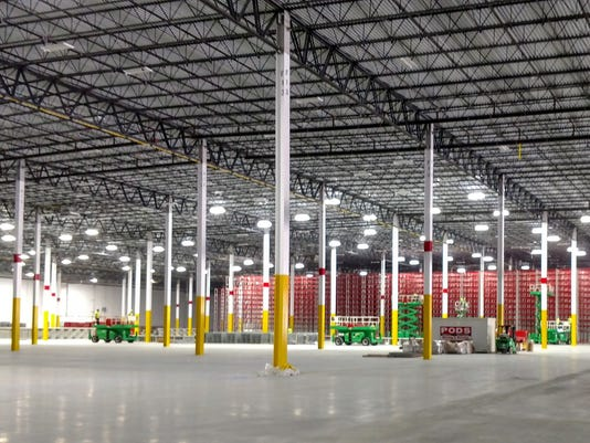 636366659883891120-Amazon-facility.jpg
