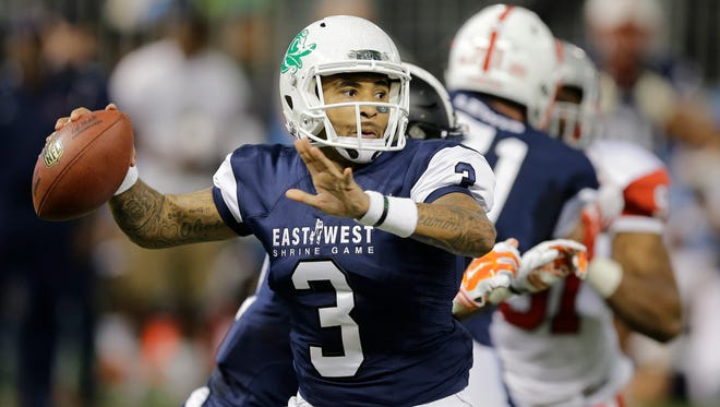 West quarterback Vernon Adams Jr., (3), of Oregon, throws a pass against the East during the second quarter of the East West Shrine football game Saturday, Jan. 23, 2016, in St. Petersburg, Fla.
