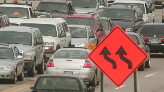 Signage warns drivers of upcoming lane changes. / Rich Miller / The Star 2006 file photo