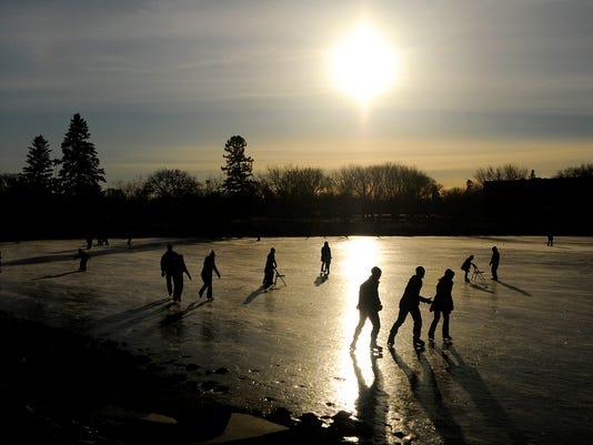 635851778842432383-Ice-skating.jpg