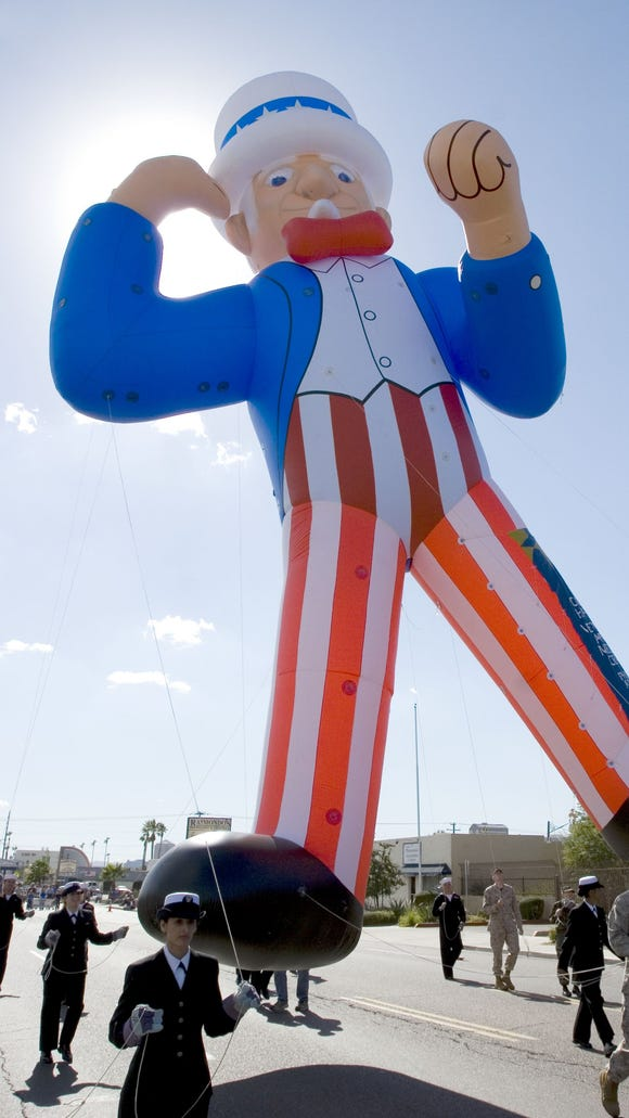 128635--11-11-05--Uncle Sam (the balloon) moves up