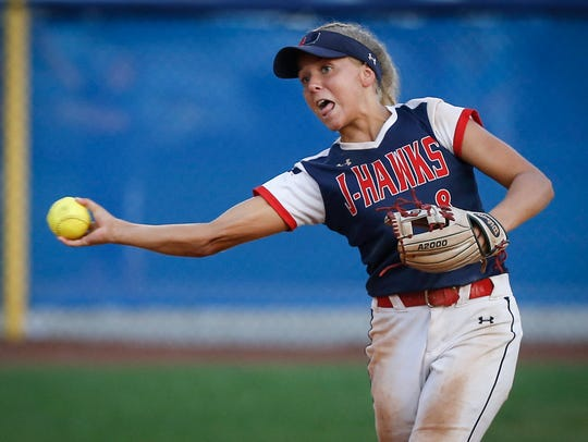 Urbandale senior Skyler Shellmyer fires a throw to