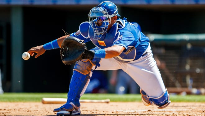 Royals catcher Salvador Perez won't require surgery and will be out 4-6 weeks.