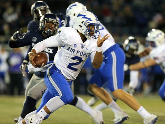 Air Force quarterback Arion Worthman rushes for 92