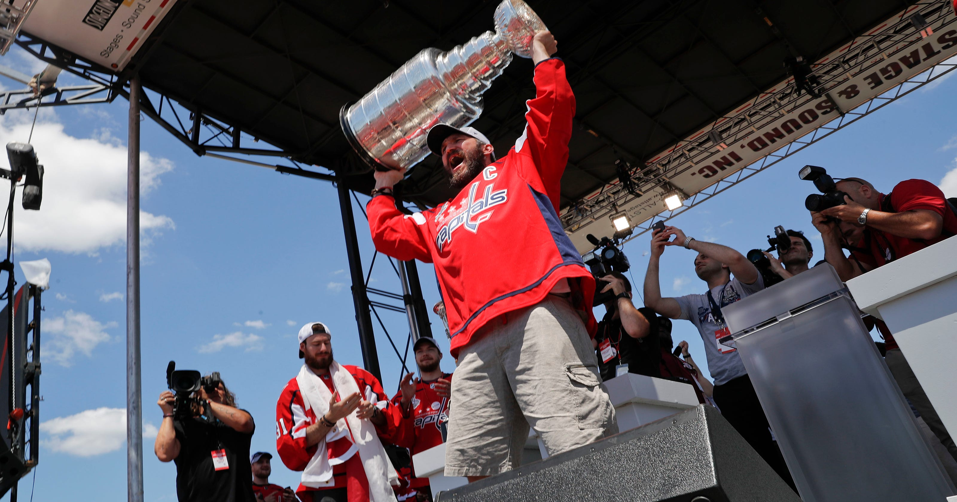 eec6e9076fb Capitals to raise Stanley Cup banner Oct. 3 against Bruins