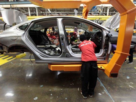 Jobs, raises, bonuses part of UAW-Fiat Chrysler deal