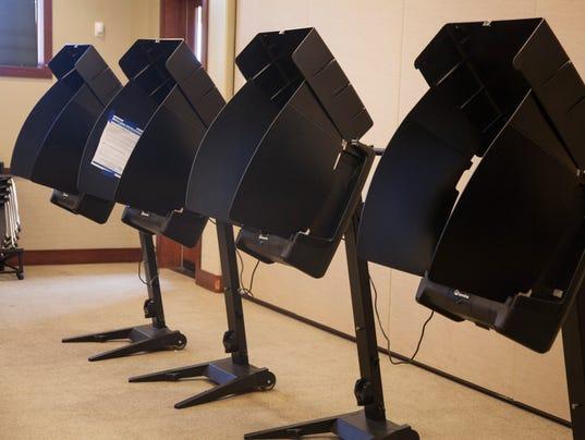 636384217651226660-STG-0816-Voting-01.JPG