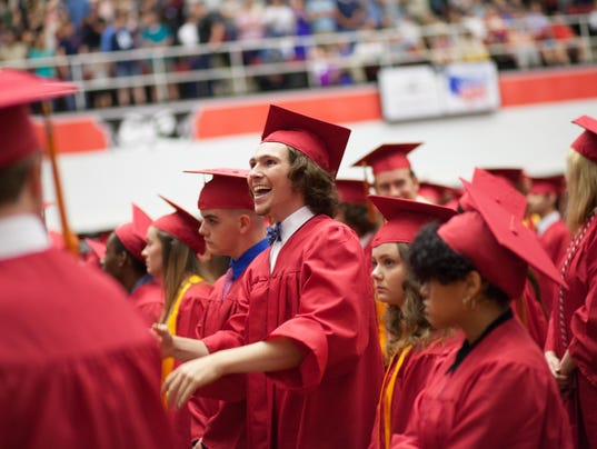 636628364871594087-20180524-rossview-graduation-6748.jpg