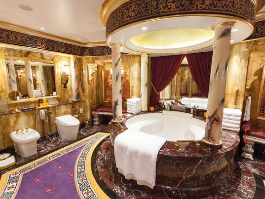 14 Huge Hotel Bathrooms Bigger Than NYC Apartment